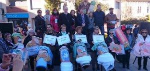 Les premiades al Concurs de Punta al Coixí, amb les autoritats.
