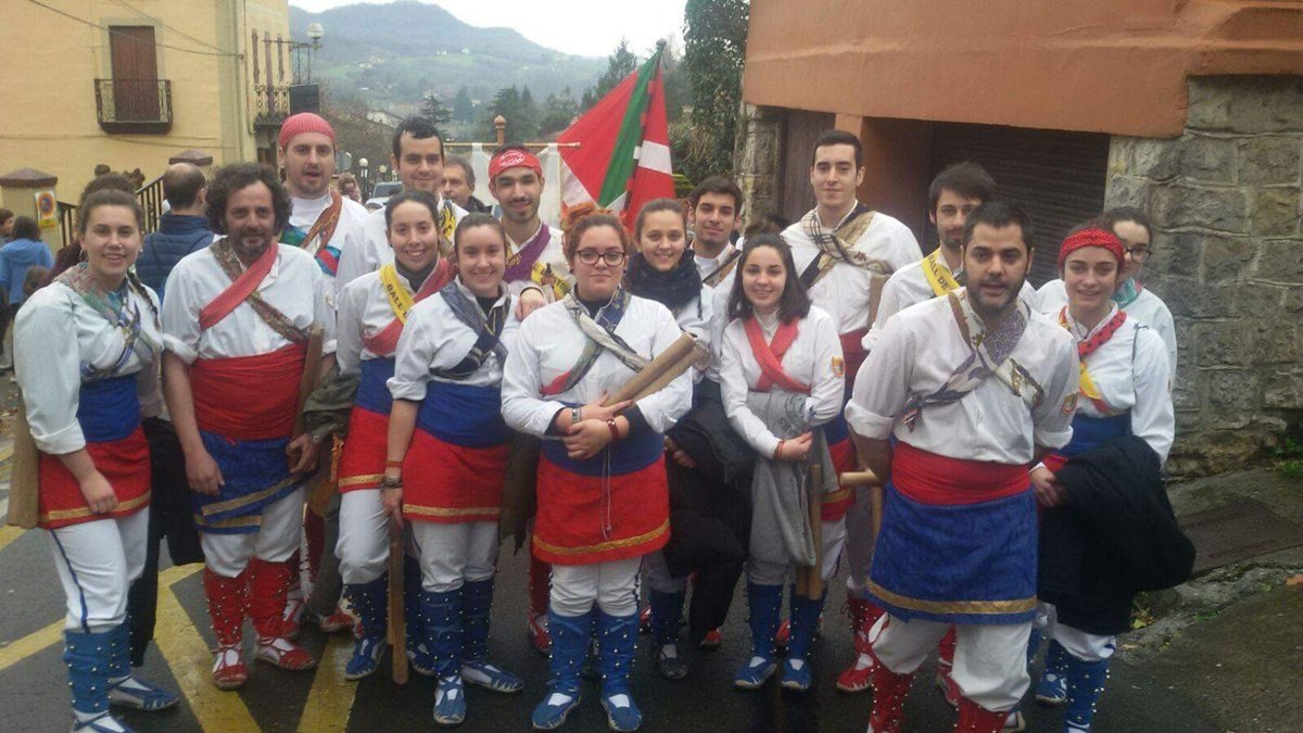 El ball de bastons de l 39 arbo actua a oiartzun euskal herria - El tiempo en l arboc ...