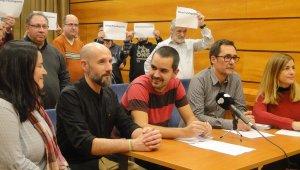 Els regidors d'ERC, Som Poble i Sí Se Puede, a la roda de premsa d'aquest dimarts.