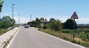 La carretera d'accés a Santa Oliva.