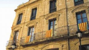 La façana de l'Ajuntament de Calafell.