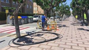 Treballs d'instal·lació de la fibra òptica a Calafell.