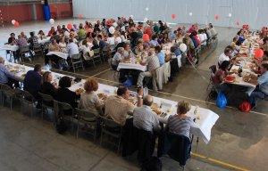 El dinar de germanor de la trobada de voluntaris de la Creu Roja.