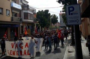 La capçalera de la manifestació, a la carretera de Valls.