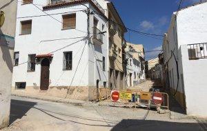 Les obres de remodelació del carrer de Jesús de Calafell Poble.