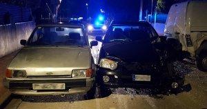 El cotxe va acabar topant amb dos vehicles que estaven aparcats a un carrer de Cunit.