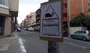 Un dels cartells que anuncia el tall a l'avinguda de Sant Vicenç del Vendrell.