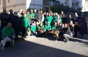 Membres de la PAH, davant l'habitatge de Segur.