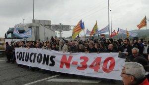 un dels talls de l'N-340 impulsat pel Pacte de Berà.