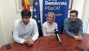 Els tres regidors del PDeCAT del Vendrell, a la seva seu.