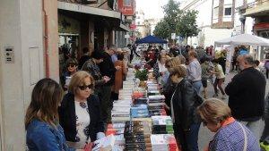 Una de les parades de llibres al Vendrell.