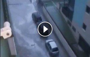 Vídeo temporal de mar Calafell amb play.