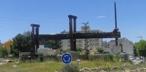 La premsa de lliura està ubicada a la rotonda de les Mates.