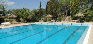 La piscina municipal de la Bisbal del Penedès.