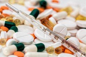 Tanto la sinusitis como sus síntomas pueden ser tratados de manera efectiva con medicamentos, concretamente con antibióticos.