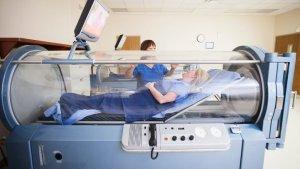 La oxigenoterapia puede administrarse tanto en casa como en entornos hospitalarios.