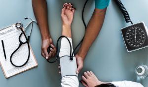 Aprendemos 5 maneras de subir la tensión arterial en caso de hipotensión o tensión arterial baja.