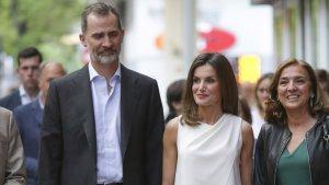 Los Reyes de España acudiendo al concurso de monólogos científicos FameLab