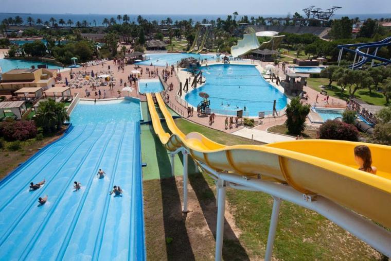 El parc aquàtic Aquopolis, a la Pineda.