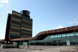 Imatge de l'exterior de l'aeroport de Lleida-Alguaire