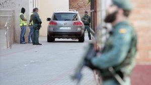 La Guardia Civil realizando investigaciones para descubrir cédulas yihadistas