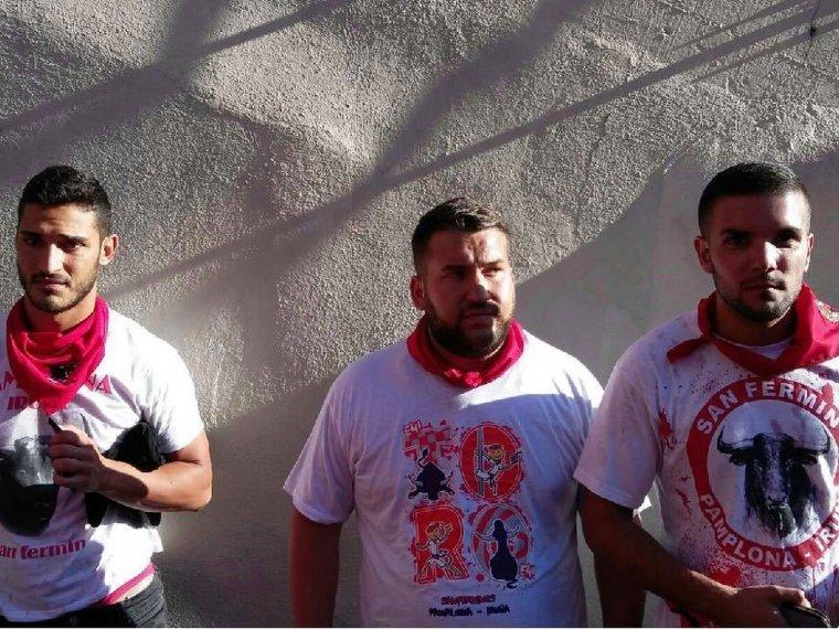Ángel Boza a la derecha de la imagen junto a otros mimebros de La Manada
