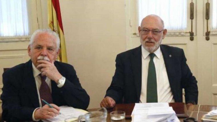 José Manuel Maza junto a su sustituto Luis Navajas.