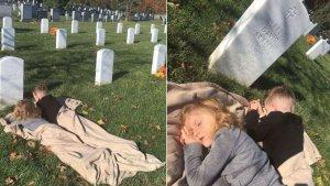 Los dos pequeños se pusieron a dormir junto a la tumba de su padre