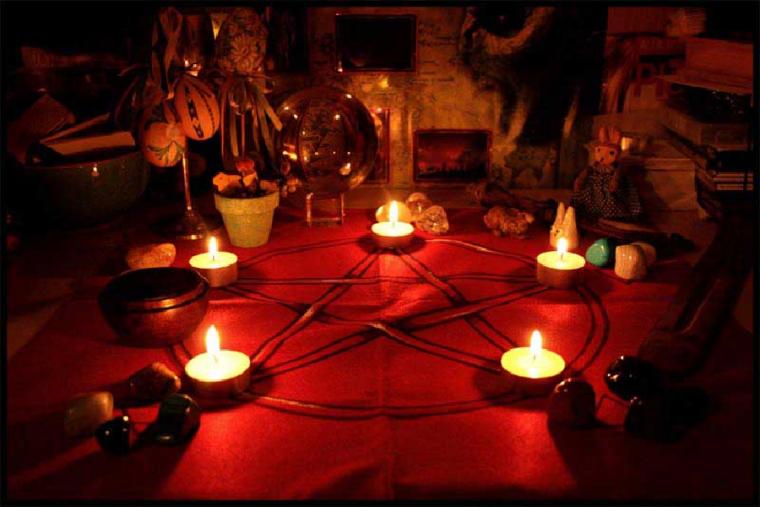 Descubre las claves para invocar al demonio y pactar con él