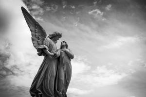 Descubre el ángel protector según tu signo del Zodiaco
