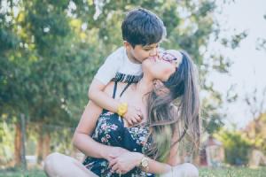 Descubre los cuatro signos del zodiaco dotados con el talento natural de la maternidad