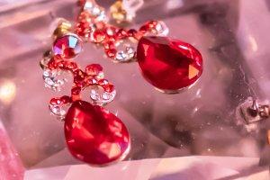 Rubí: significado, propiedades curativas y usos en gemoterapia