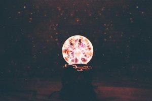 La cristalomancia o la cafeomancia son algunos de los métodos de adivinación del futuro