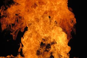 Las llamas del fuego purificador introducen en el sueño el sentido de la renovación