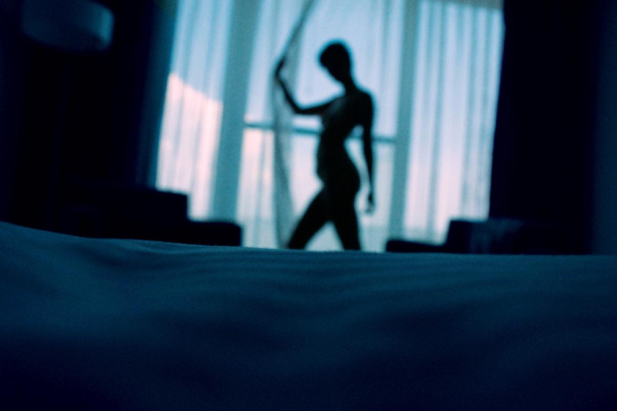 Descubre el significado de soñar con infidelidad como sinónimo de baja autoestima