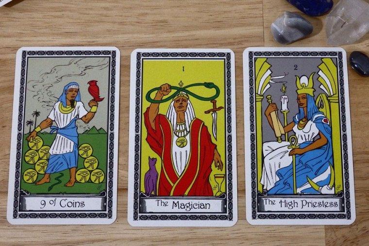 Tiradas de Tarot: Las 3 tiradas de cartas gratis más efectivas