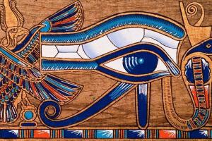 El Ojo de Horus es un símbolo egipcio que representa la perseverancia y la permanencia