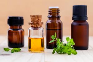 El aceite esencial de tomillo es un poderoso aromático y se utiliza para la estética