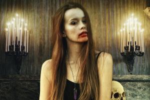 """Elizabeth Bathory: La condesa sanguinaria que inspiró la dama blanca en """"La tía de Frankenstein"""""""