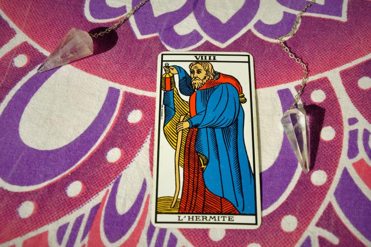 arcano-dia-ermitaño-significado-cartas