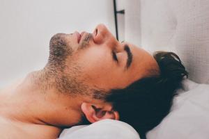 Meditación guiada para dormir: propuestas para lograrlo con éxito.
