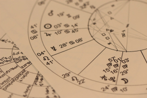 Perfumes y horóscopo: ¿hay una relación entre el Zodíaco y los aromas?