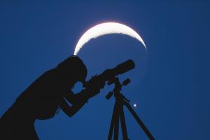 Eclipse parcial de luna en Capricornio-16 de julio de 2019: ¿cómo influyen los nodos del karma en tu signo?