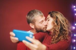 ¿Cómo besa cada signo? 12 tipos de beso para 12 horóscopos
