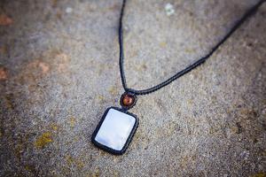 Piedra Luna: significado, propiedades curativas y usos en gemoterapia