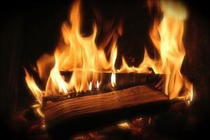 Hoguera con madera y grandes llamas