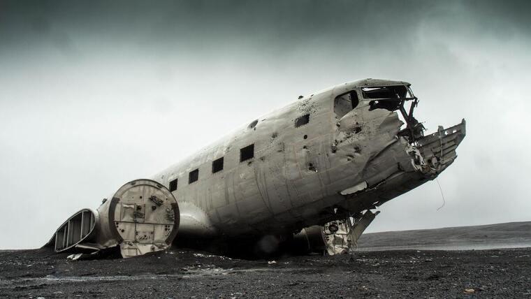 Avión abandonado en el fin del mundo