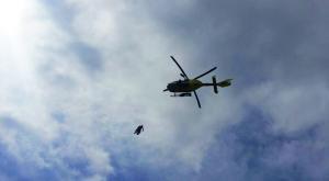 Imatge de l'helicòpter d'emergències que ha dut a terme un dels rescats d'avui.