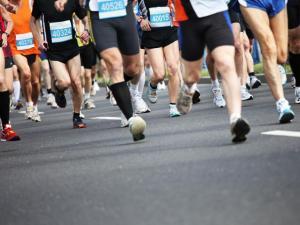 Diversos corredors participant a una cursa.
