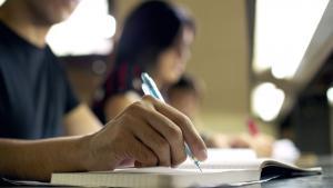 Els alumnes d'institut hauran de fer exàmens en acabar l'ESO i el Batxillerat per obtenir el títol.